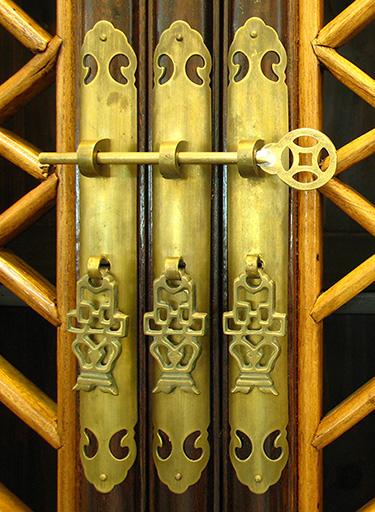 chinese-cabinet-door-details