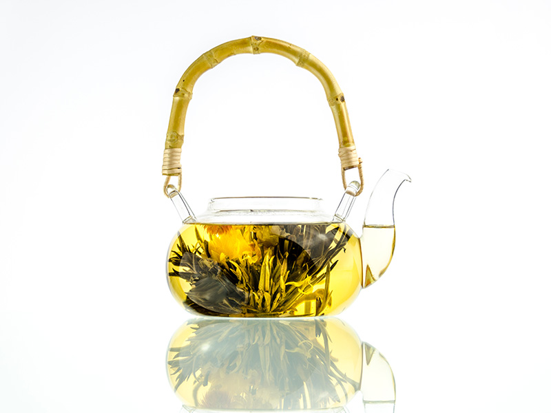 Chinese Glass Tea Pot With Bamboo Handle And Lotus Flower Tea Leaves
