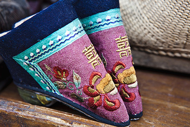 chinese-shoes-for-foot-binding-lotus-feet