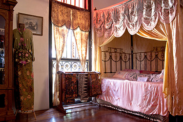 penang-peranakan-mansion-bridal-chamber-bed
