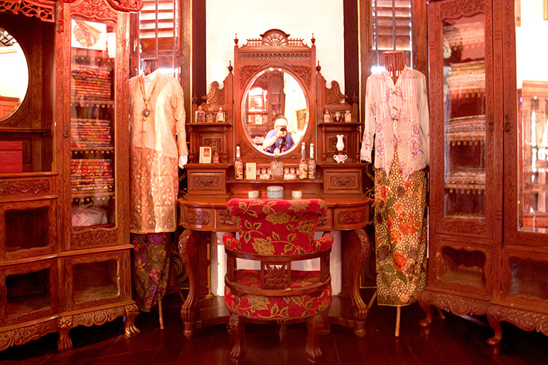 penang-peranakan-mansion-bridal-chamber-dressing-table-and-nonya-dresses