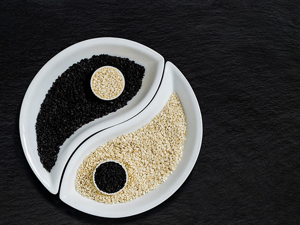 sesame-seeds-in-the-form-of-yin-yang-symbol